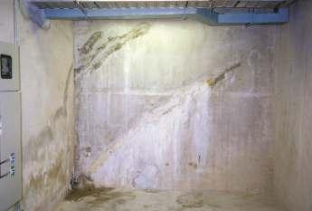 Muro di fondamenta durante la riparazione di una fessura con RADMYX